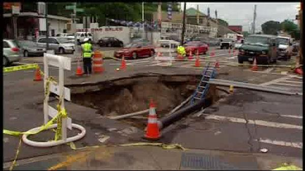 Huge sinkhole snarls traffic on Staten Island