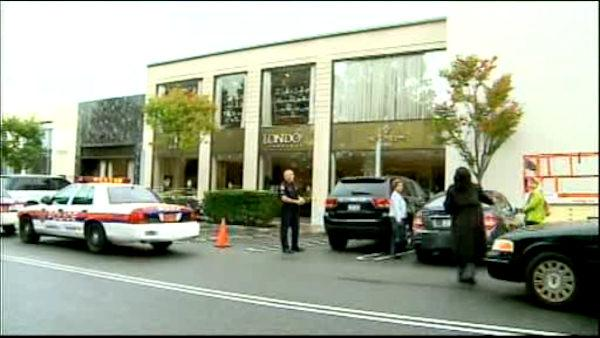 Jewelry store robbed in Manhasset