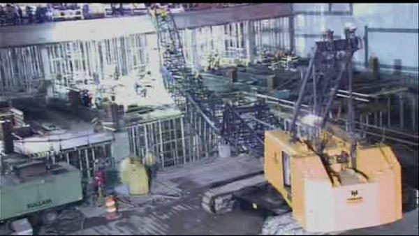 1 dead, 4 injured in crane collapse