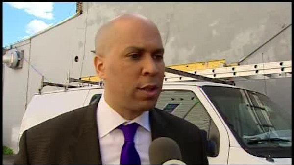 Newark Mayor Cory Booker hailed as fire hero