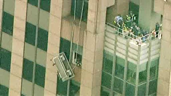 2 rescued from dangling scaffolding in Midtown