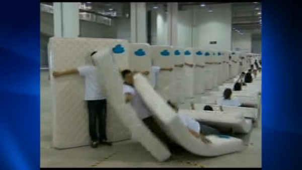 Chinese break human matress domino record