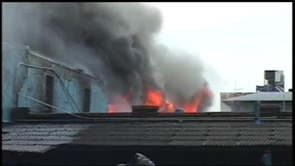 6-alarm fire burns through vacant Brooklyn factory