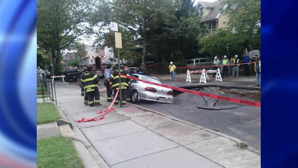 Giant sinkhole in Bay Ridge swallows three cars
