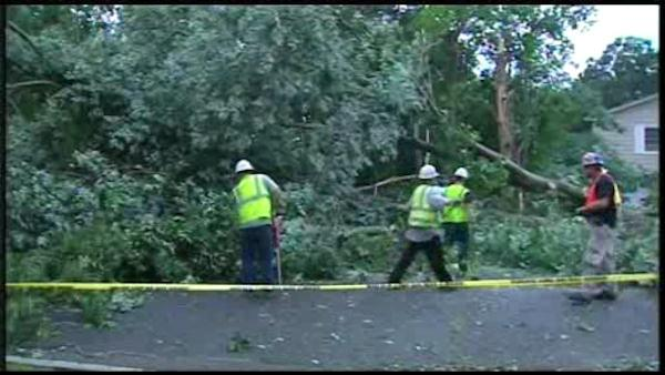 Long Island cleans up after tornado