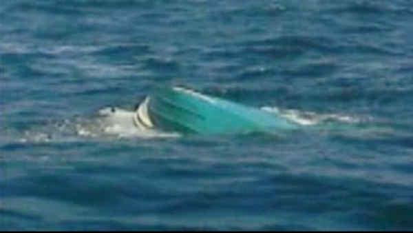 Boat carrying 4 men, 2 children overturns