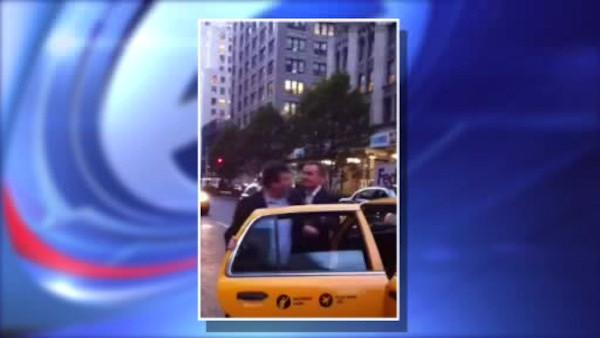Video captures a crazy fight between two men over a cab