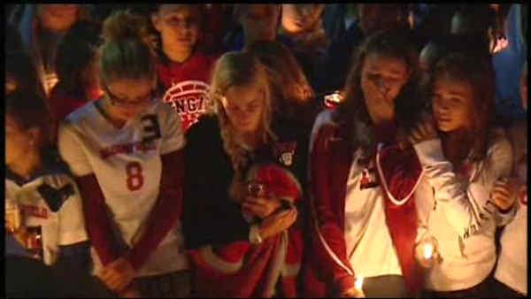 Mourners hold vigil to remember teen killed in car crash