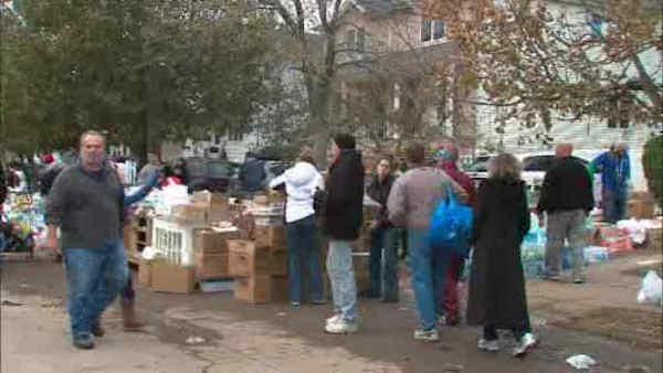 Marathon runners volunteer on Staten Island