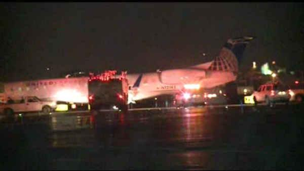 Plane blows tires, veers off runway in Newark
