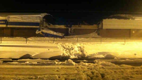 Bowling alley roof collapses due to snow