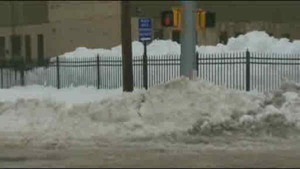 Snow continues to cause problems in Connecticut
