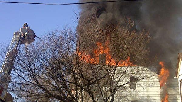 4-alarm fire burns through Yonkers apartment building