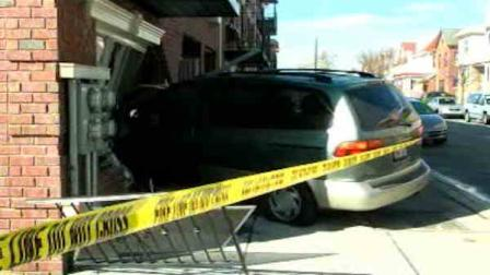 minivan crashes into queens house