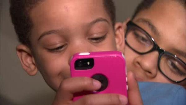EXCLUSIVE: Thief snatches iPhone from 3-year-old's hands