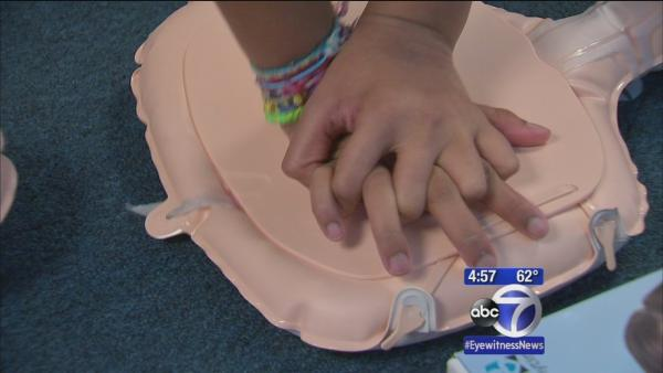 Seventh-grade students receive CPR training course
