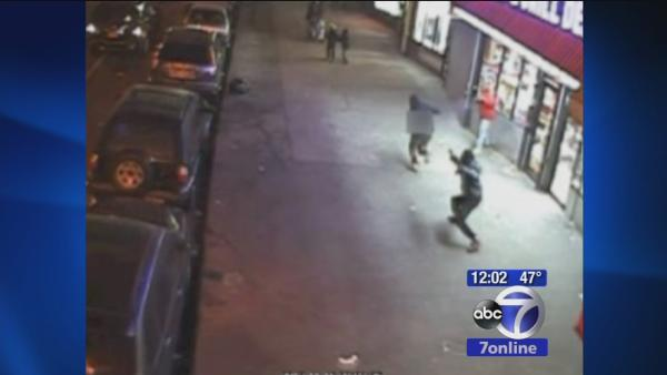 Kids scramble as man starts shooting in Bronx
