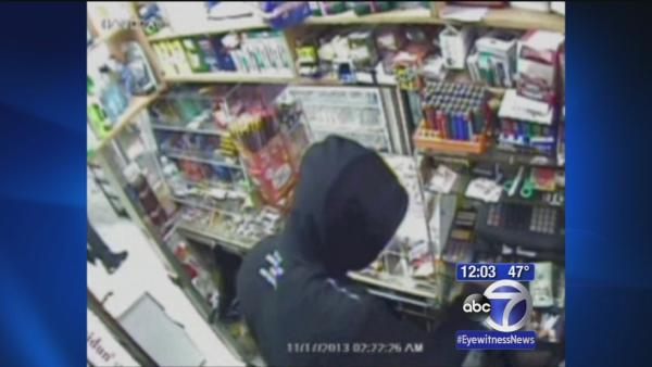 Police search for suspect in Brooklyn robbery