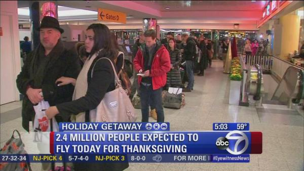 Travelers head to airport early for Thanksgiving getaway