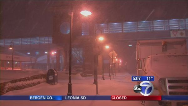 Snow buries Long Island; LIE closure extended