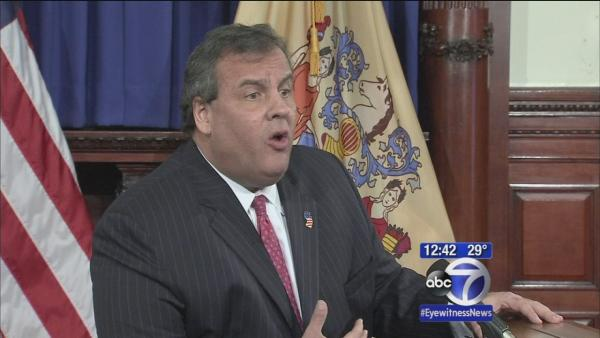 Christie fires top aide over BridgeGate scandal