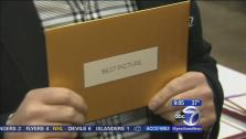 NJ man designed Oscars envelope