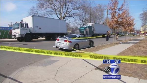 Police investigate deadly early-morning Queens shooting