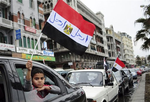 An Egyptian anti-Mubarak protester waves the Egyptian flag in Alexandria, Egypt, Saturday, Feb. 5, 2011. President Barack Obama said Egypt&#39;s Hosni Mubarak should do the statesmanlike thing and make a quick handoff to a more representative government. &#40;AP Photo&#47;Tarek Fawzy&#41; <span class=meta>(AP Photo&#47; Tarek Fawzy)</span>