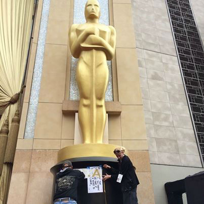 Photos from behind the scenes, the Red Carpet and more at the 2014 Oscars with Sandy Kenyon
