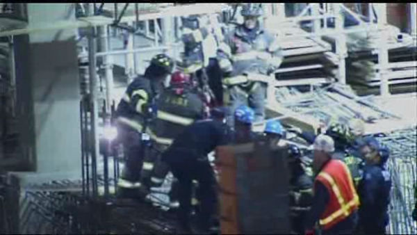 A crane collapsed at a construction site on the West Side of Manhattan killed one worker and injured four others. <span class=meta>(WABC Photo)</span>
