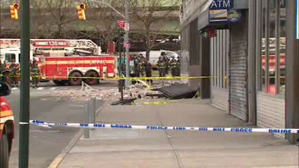 "<div class=""meta ""><span class=""caption-text "">A fa?ade collapsed outside a GameStop store in Elmhurst, Queens on Thursday afternoon. (WABC Photo/ wabc)</span></div>"