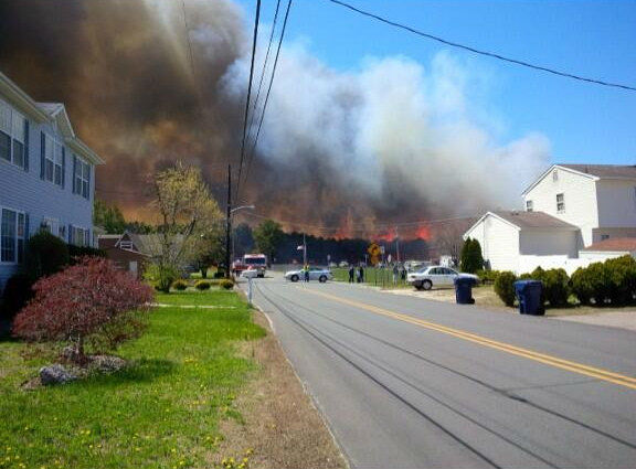 "<div class=""meta ""><span class=""caption-text "">Brush fire in Beachwood, New Jersey on April 24, 2014. (kaylaxjean5 via Twitter)</span></div>"