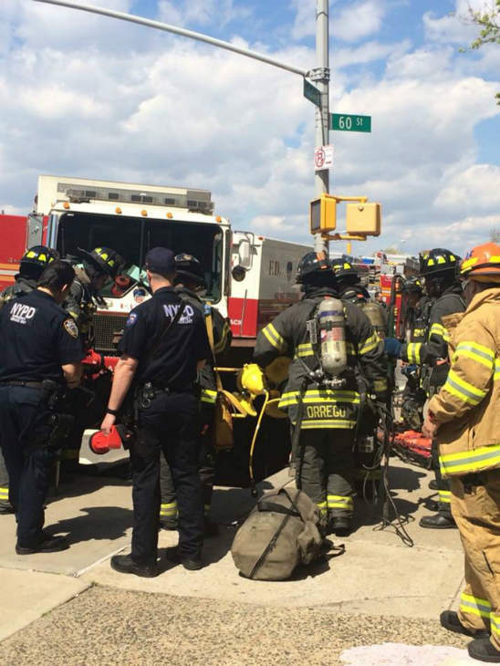 "<div class=""meta ""><span class=""caption-text "">Photos of the subway derailment in Woodside, Queens (WABC Photo/ Amy Freeze)</span></div>"