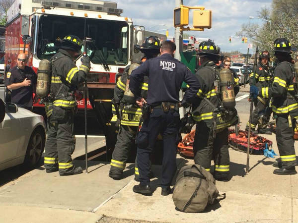 "<div class=""meta image-caption""><div class=""origin-logo origin-image ""><span></span></div><span class=""caption-text"">Photos of the subway derailment in Woodside, Queens (WABC Photo/ Amy Freeze)</span></div>"