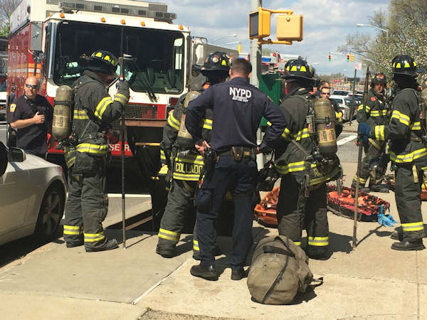 "<div class=""meta ""><span class=""caption-text "">Photos of the subway derailment in Woodside, Queens (WABC Photo/ Amy Freeze) </span></div>"