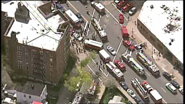 "<div class=""meta image-caption""><div class=""origin-logo origin-image ""><span></span></div><span class=""caption-text"">A subway train derailed Friday morning in Woodside, Queens, and passengers exited the subway at a command post at 60th Street and Broadway. </span></div>"