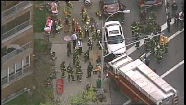 "<div class=""meta ""><span class=""caption-text "">A subway train derailed Friday morning in Woodside, Queens, and passengers exited the subway at a command post at 60th Street and Broadway. </span></div>"