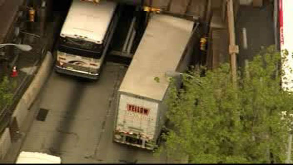 A tractor trailer stuck in the outbound lane going towards New Jersey is causing delays.
