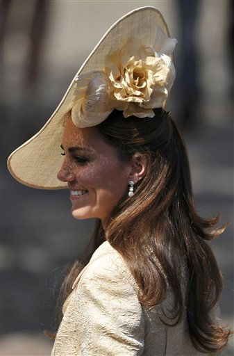 "<div class=""meta ""><span class=""caption-text "">Britain's Catherine, Duchess of Cambridge, arrives for the wedding between Zara Phillips, granddaughter of Britain's Queen Elizabeth II, and England rugby star Mike Tindall, at Canongate Kirk in Edinburgh, Scotland, Saturday, July 30, 2011. (AP Photo/Dylan Martinez, pool) (AP Photo/ Dylan Martinez)</span></div>"