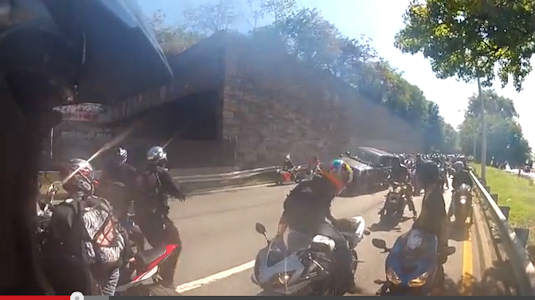 A confrontation between a driver of an SUV and a pack of motorcycles on the Upper West Side in New York City was caught on tape. <span class=meta>(Photo&#47;YouTube &#40;Michelinman900&#41;)</span>