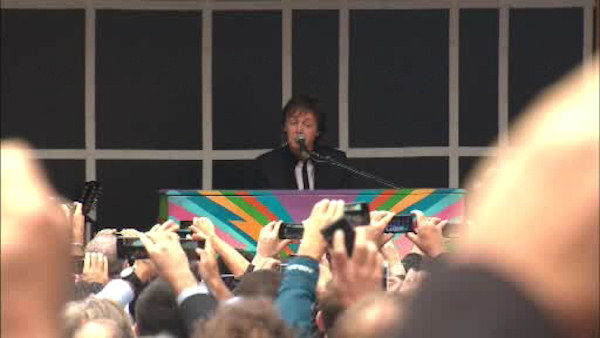 "<div class=""meta ""><span class=""caption-text "">Paul McCartney put on a surprise concert in Times Square on Thursday to promote his upcoming album ""New"".</span></div>"