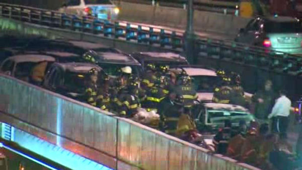 "<div class=""meta ""><span class=""caption-text "">There was a huge pileup involving more than 30 cars on the Gowanus Expressway in Brooklyn on Tuesday night. (WABC Photo)</span></div>"