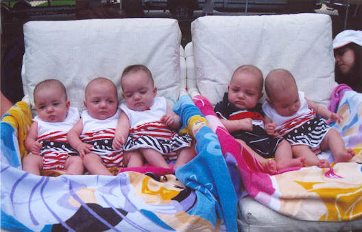"<div class=""meta ""><span class=""caption-text "">A set of quintuplets on Staten Island are celebrating their 5th birthday.</span></div>"