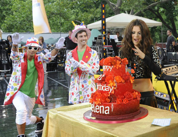 "<div class=""meta ""><span class=""caption-text "">GOOD MORNING AMERICA - Selena Gomez celebrates her 21st birthday with a concert in Central Park as part of the GMA Summer Concert Series, on GOOD MORNING AMERICA, 7/26/13, airing on the ABC Television Network.   (ABC/Donna Svennevik)  GMA STAFF, SELENA GOMEZ, CAKE (ABC Photo/ Donna Svennevik)</span></div>"