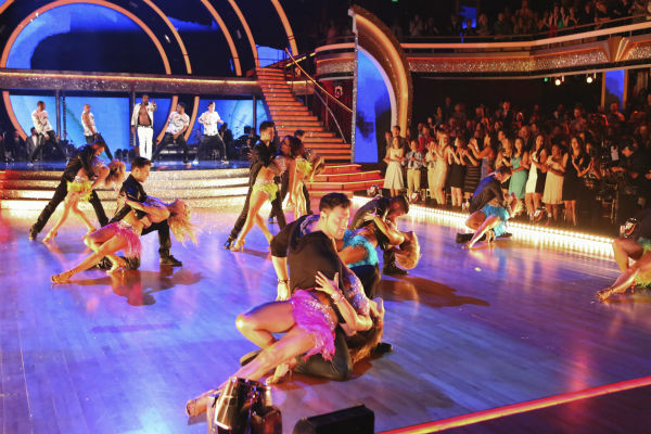 "<div class=""meta image-caption""><div class=""origin-logo origin-image ""><span></span></div><span class=""caption-text"">DANCING WITH THE STARS - ""Episode 1801"" - Each couple performed a Cha Cha, Foxtrot or Contemporary routine, vying for America's vote. The two-hour season premiere of ""Dancing with the Stars"" began MONDAY, MARCH 17 (8:00-10:01 p.m., ET) on the ABC Television Network. (ABC/Adam Taylor) JASON DERULO (ON STAGE), DANCING WITH THE STARS PROFESSIONAL DANCERS (Photo/Adam Taylor)</span></div>"