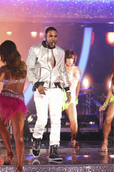 "<div class=""meta ""><span class=""caption-text "">DANCING WITH THE STARS - ""Episode 1801"" -- ""Dancing with the Stars"" premiered with a massive opening number featuring all pro dancers as they performed live with musical guest Jason Derulo. Derulo sang his mega hit song ""Talk Dirty,"" marking the first time ever a musical guest has accompanied a season's opening number, MONDAY, MARCH 17 (8:00-10:01 p.m., ET) on the ABC Television Network. (ABC/Adam Taylor) JASON DERULO (ABC Photo/ Adam Taylor)</span></div>"