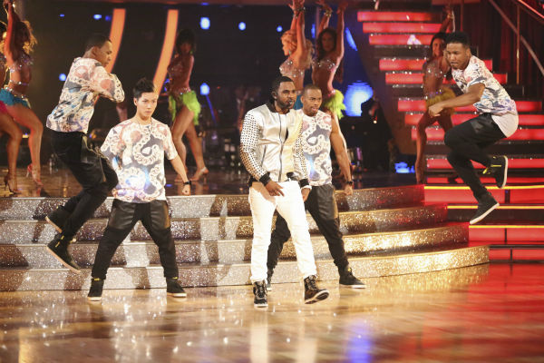 "<div class=""meta image-caption""><div class=""origin-logo origin-image ""><span></span></div><span class=""caption-text"">DANCING WITH THE STARS - ""Episode 1801"" -- ""Dancing with the Stars"" premiered with a massive opening number featuring all pro dancers as they performed live with musical guest Jason Derulo. Derulo sang his mega hit song ""Talk Dirty,"" marking the first time ever a musical guest has accompanied a season's opening number, MONDAY, MARCH 17 (8:00-10:01 p.m., ET) on the ABC Television Network. (ABC/Adam Taylor) JASON DERULO (ABC Photo/ Adam Taylor)</span></div>"
