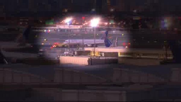 Emergency landing at Newark after engine damage