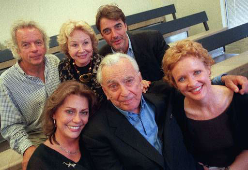 Cast members of &#34;The Best Man&#34; pose with author Gore Vidal in New York, August 1, 2000. The revival of Vidal&#39;s 1960 political thriller opens Sept. 17 at Broadway&#39;s Virginia Theater. Front, from left, are Elizabeth Ashley, Vidal, and Christine Ebersole. At rear are Spalding Gray, Michael Learned, and Chris Noth. &#40;AP Photo&#47;Jeff Geissler&#41; <span class=meta>(AP Photo&#47; JEFF GEISSLER)</span>