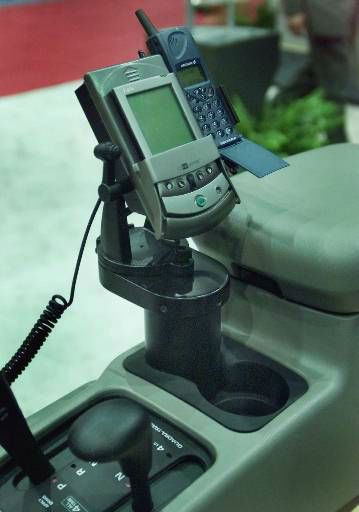 "<div class=""meta ""><span class=""caption-text "">Delphi Automotive Systems' Internet-capable docking port for cell phones and Palm computers is shown at Convergence 2000, a convention for the auto electronics industry, in Detroit, Tuesday, Oct. 17, 2000. In the auto industry's silicon rush to sell car buyers on in-car computers and Internet access, the questions about how safe such systems will be have yet to be answered. (AP Photo/Carlos Osorio) (AP Photo/ CARLOS OSORIO)</span></div>"